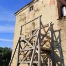 Dřevěné schodiště a padací mostík